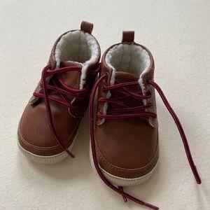 GAP baby shearling boots - 6-12M